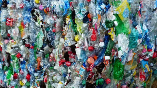 Zber plastov z domácností